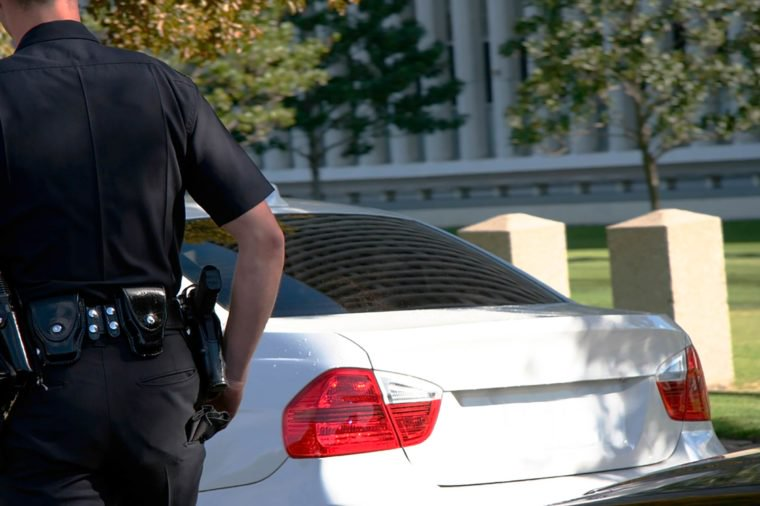 Why Do Cops Touch The Tail Light >> The Real Reason Cops Do These Strange Things – Page 3 – Bliss